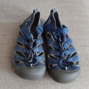 Keen blue unisex sandals size 6